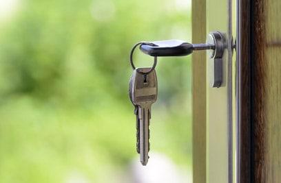 Wohngebäudeversicherung: Schützen Sie Ihre Immobilie vor Schäden durch Sturm, Hagel, Feuer und mehr